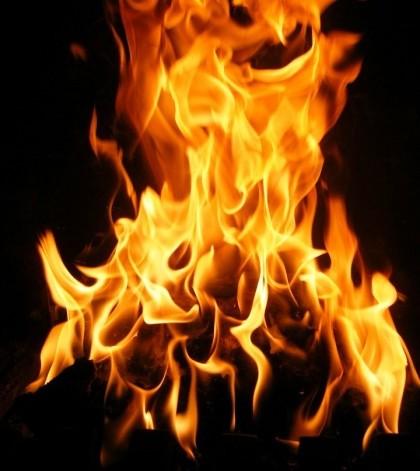 Todo el municipio celebra 'foguerons' y 'torrades' por Sant Antoni y Sant Sebastià