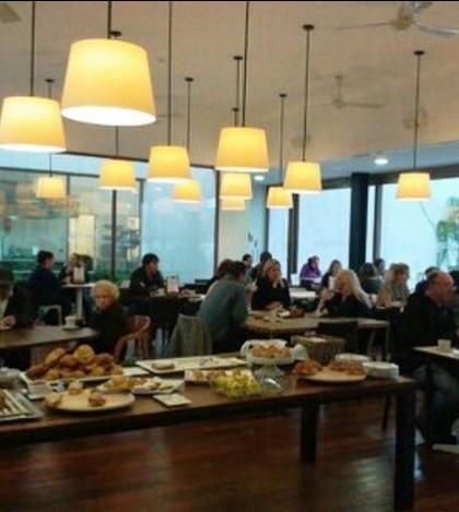 Bufette de desayuno en el Café Botiga Palmanova